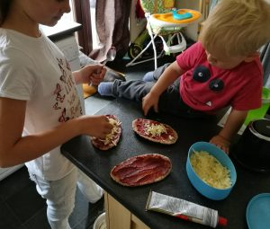 Feeding The Small Humans - children making their own pitta pizzas
