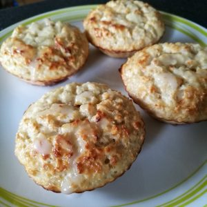 Lemon Drizzle Baked Oats - 4 muffin style oat cakes on a plate